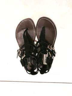 Steve Madden thong sandals size 6