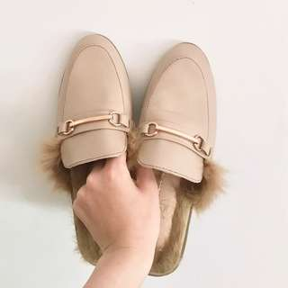 BEIGE FAUX FUR BACKLESS LOAFERS