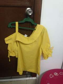 Yelow off sholder top