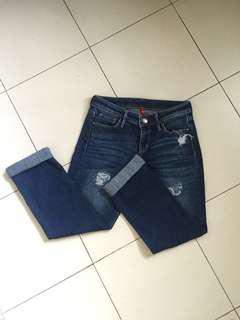 Uniqlo boyfriend ripped jeans