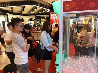 Vending machine/ Claw machine