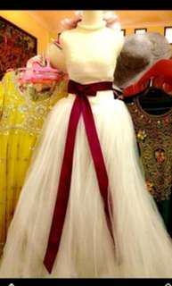 Gown mutiara