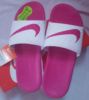 Nike Benassi Solarsoft slide sandals size 7 US women