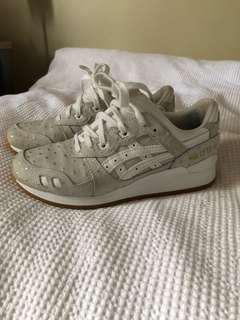 SIZE W7 ASICS GREY GOLD SHOES