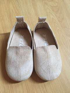 Beige shoes SIZE 22
