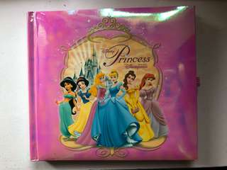 香港迪士尼樂園 公主系列 明星簽名簿 可放照片 有少量貼紙及簽名在內 名貼全新無用過
