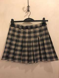 Glassons check pleat skirt