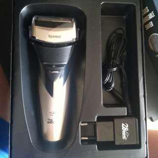 RECHARGEABLE ELECTRIC SHAVER(3 BLADES )