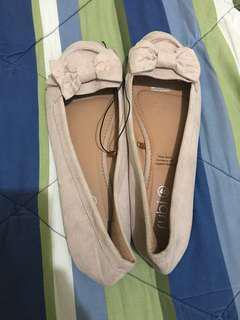 Rubi shoes pita