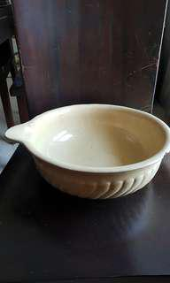 Vintage pair of mixing bowls with spout