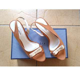 Sepatu hak tinggi high heels