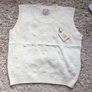 全新TOP 白色花花冷背心外套 White Floral Sweater