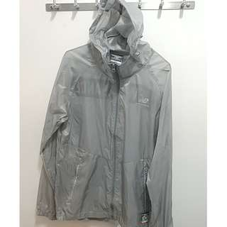 100%new  new balance Silver windbreaker jacket M size