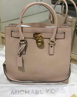 Michael kors hamilton large pink nude in excellent condition with dustbag booklet key