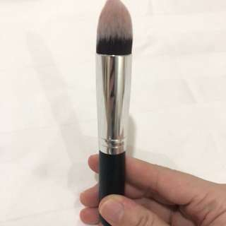 HIGHLIGHTER BRONZER BRUSH