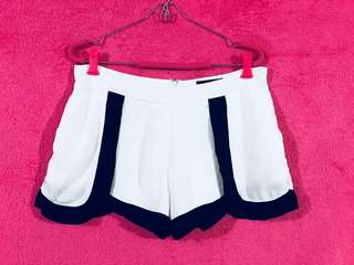 Minkpink Trendy Casual Shorts White w/ Black Details Size 30