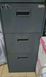 Filling cabinet / lemari besi / laci besi second