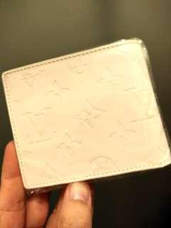 全新 LV 非真品 白色 漆皮銀包