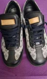 LV鞋100%reaI,90%New,38號半,偏細一碼,總長25cm