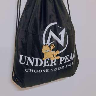 🚚 加菲貓Under Peace揹包