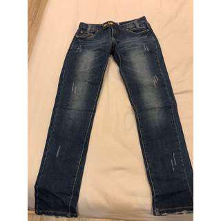 🚚 深藍色牛仔褲