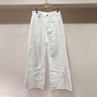 🚚 全新韓貨 下擺抽鬚軟料白色牛仔褲