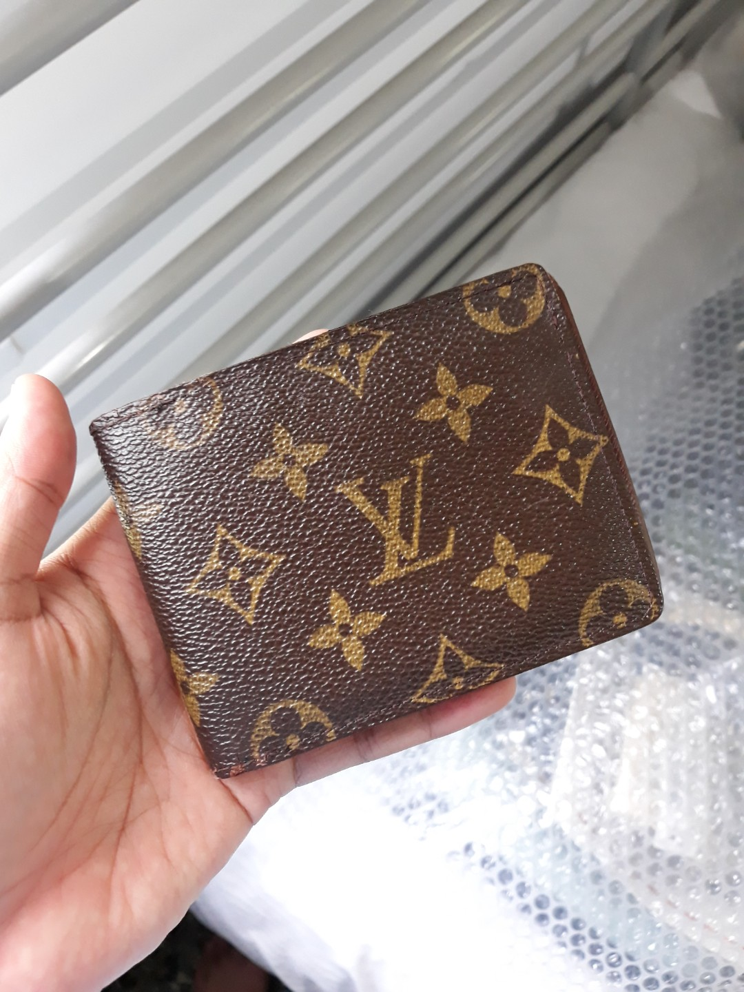 Authentic Louis Vuitton classy MM bifold portefeuille   wallet, Men s  Fashion, Bags   Wallets on Carousell 93ee544e993