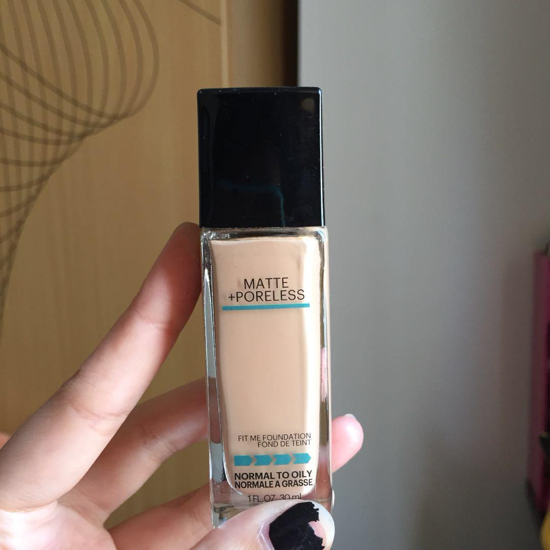 Maybeline Fit Me Foundation (Matte+Poreless) Shade: 125 Nude Beige Beige Chair