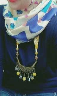 Kalung etnik batik