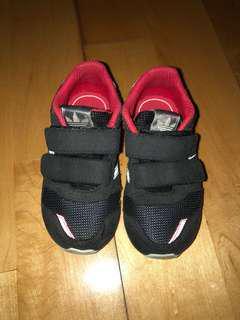 adidas 兒童波鞋