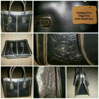 (Resale) Authentic Guess Hands Bag Genuine Leather