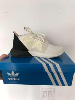 Authentic adidas tubular - size 8