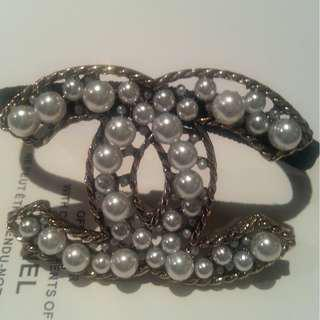 Chanel VIP Gift Faux Pearls Hair Tie