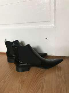 Zara Black Patented Leather Pointed Chelsea Boots