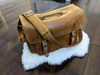 LEATHER SATCHEL FOR STUDENTS/PHOTOGRAPHERS