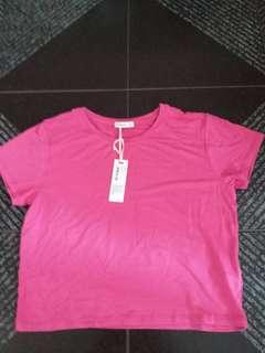 短身粉紅色上衣