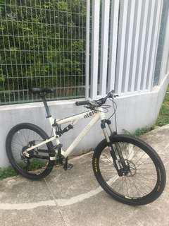Cheap Urgent XT MONGOOSE FULL SUSPENSION
