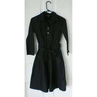 (L-XL) Banana Republic black stretch half button up skirt dress. Collared 3/4 sleeves with fabric belt. Nice in actual