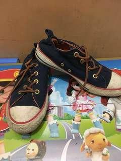 Sepatu converse navy
