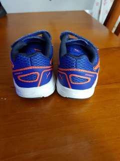 Kids puma sports shoes