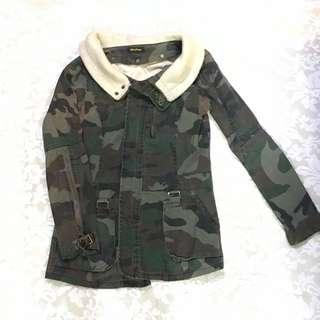 型格迷彩外套,購自日本,多細節位