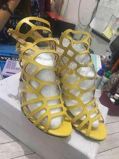 Sepatu Heels steve madden kuning