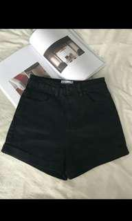 全新顯瘦黑色牛仔短褲(原價150)短褲