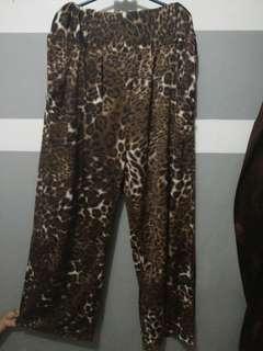 Celana kulot leopard