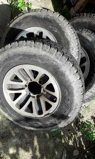 Rim original pajero with tyre