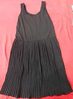 🚚 黑色內搭百摺背心裙