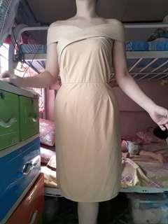 Twist offshoulder nude bodycon dress
