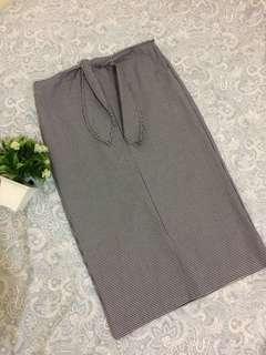 long plaid skirt/tieknot