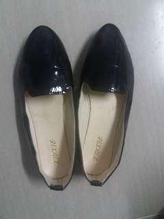 Black shiny shoes size 42