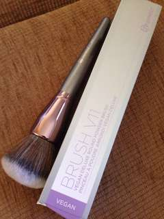 Bh cosmetics large vegan powder brush